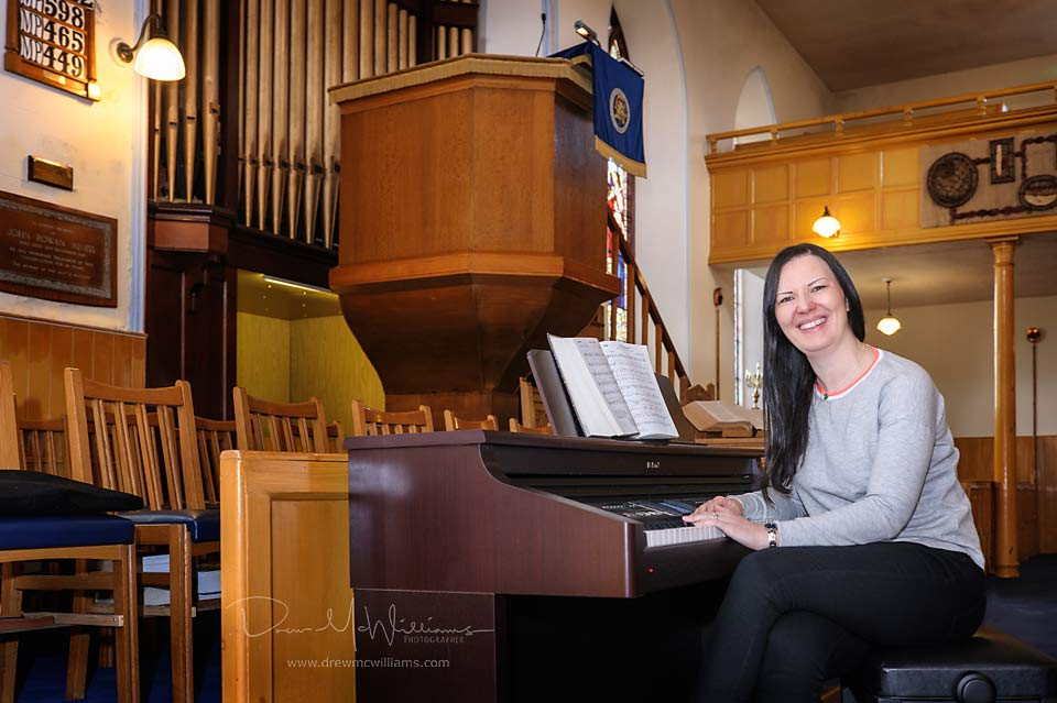 Leona Coulter at the piano in Dromore Non-Subscribing Presbyterian Church